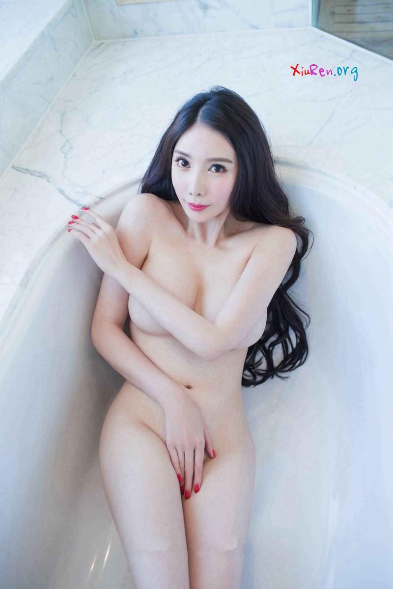 Японка с большими дойками
