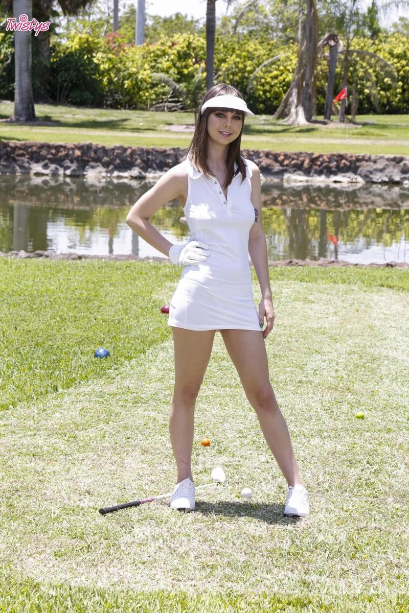 Голая гольфистка