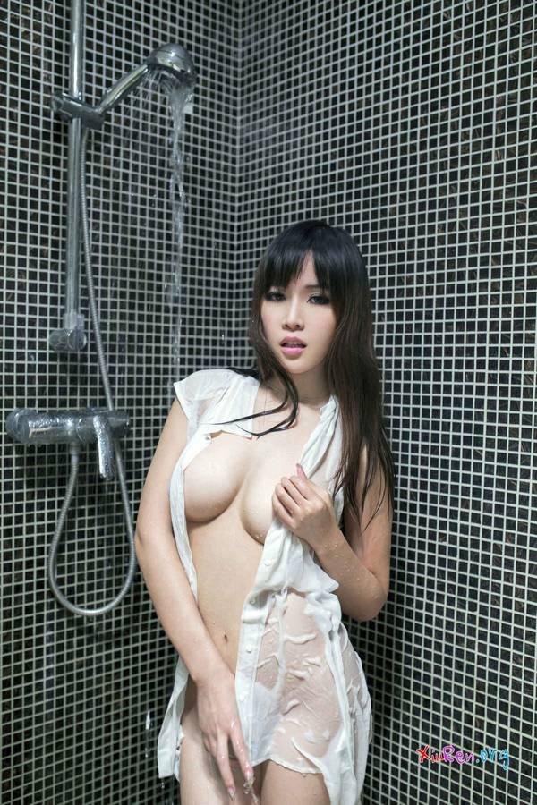 Мокрая азиатская шлюшка
