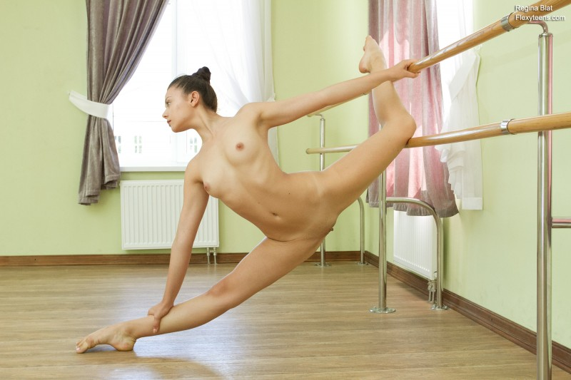 Украинская балерина голая на растяжке