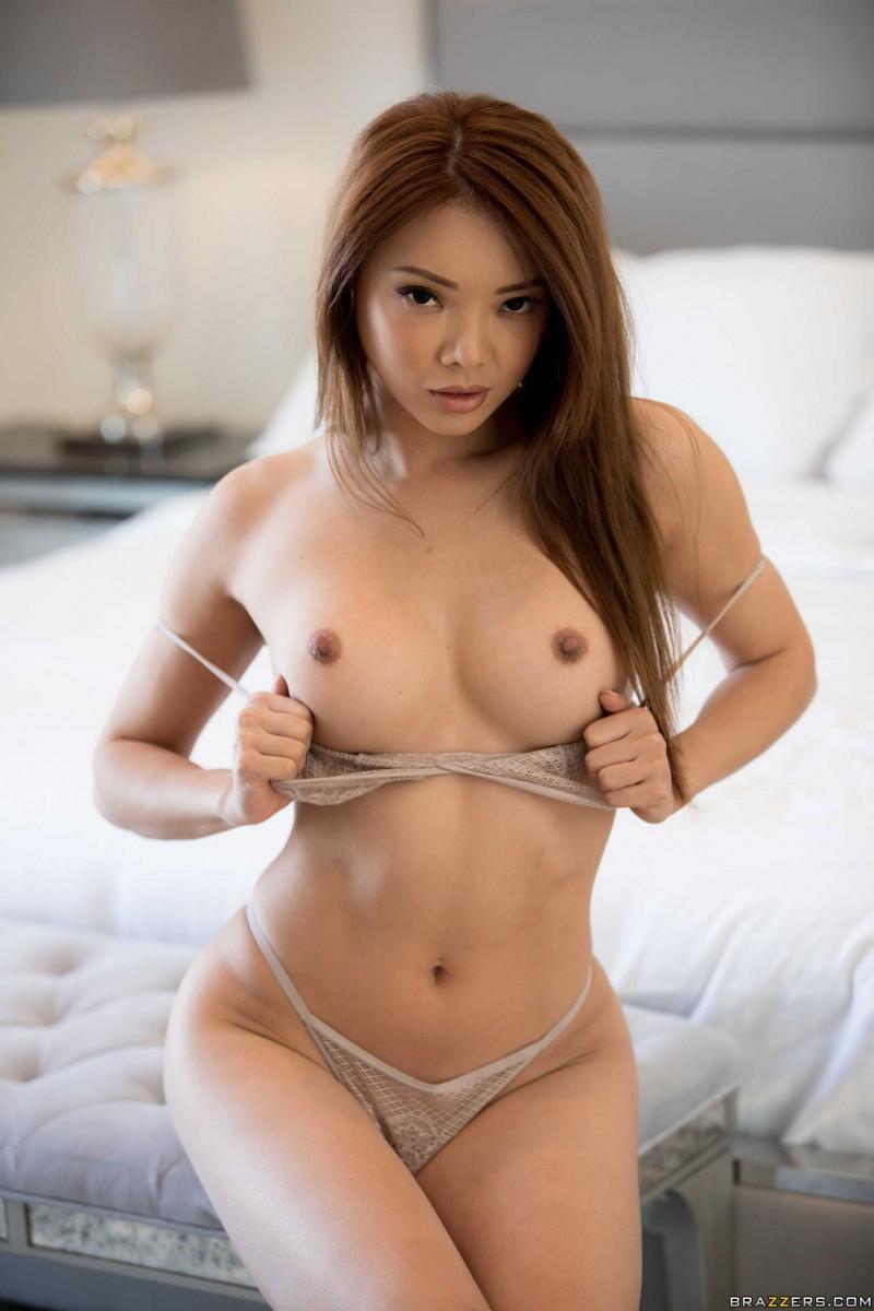 Маленькие азиатские сисечки