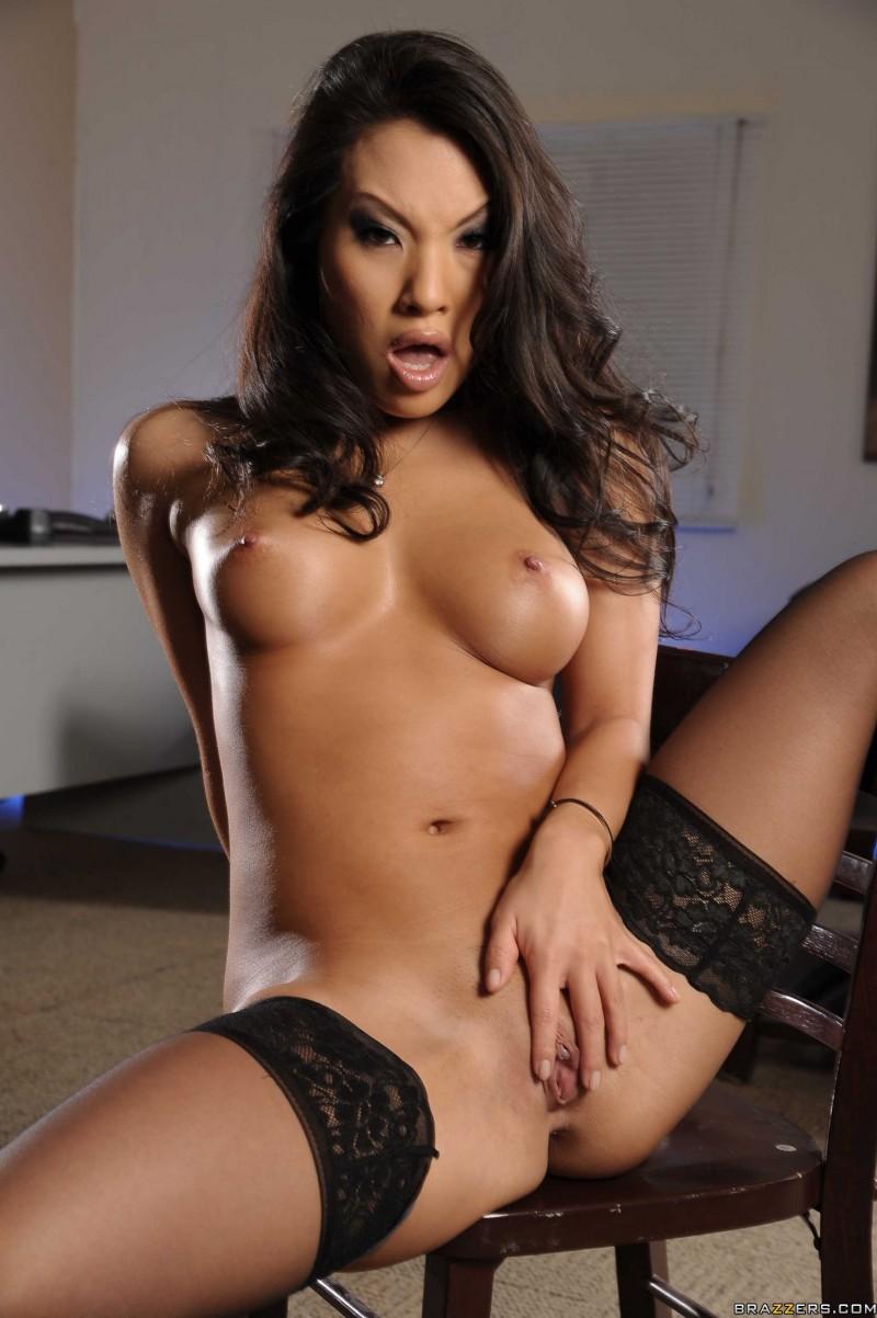 Азиатка с классной попкой