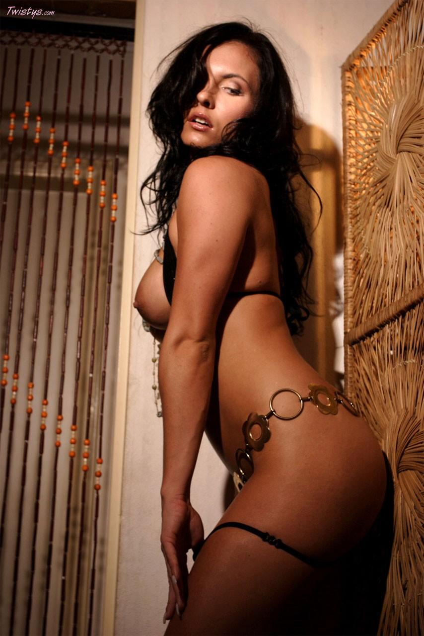 Симпатичные ухоженные девушки с шикарной фигурой голышом 17 фотография