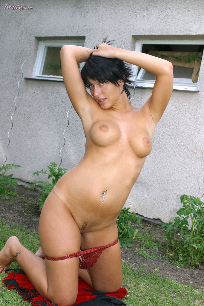 Зрелая телка с волосатой вагиной