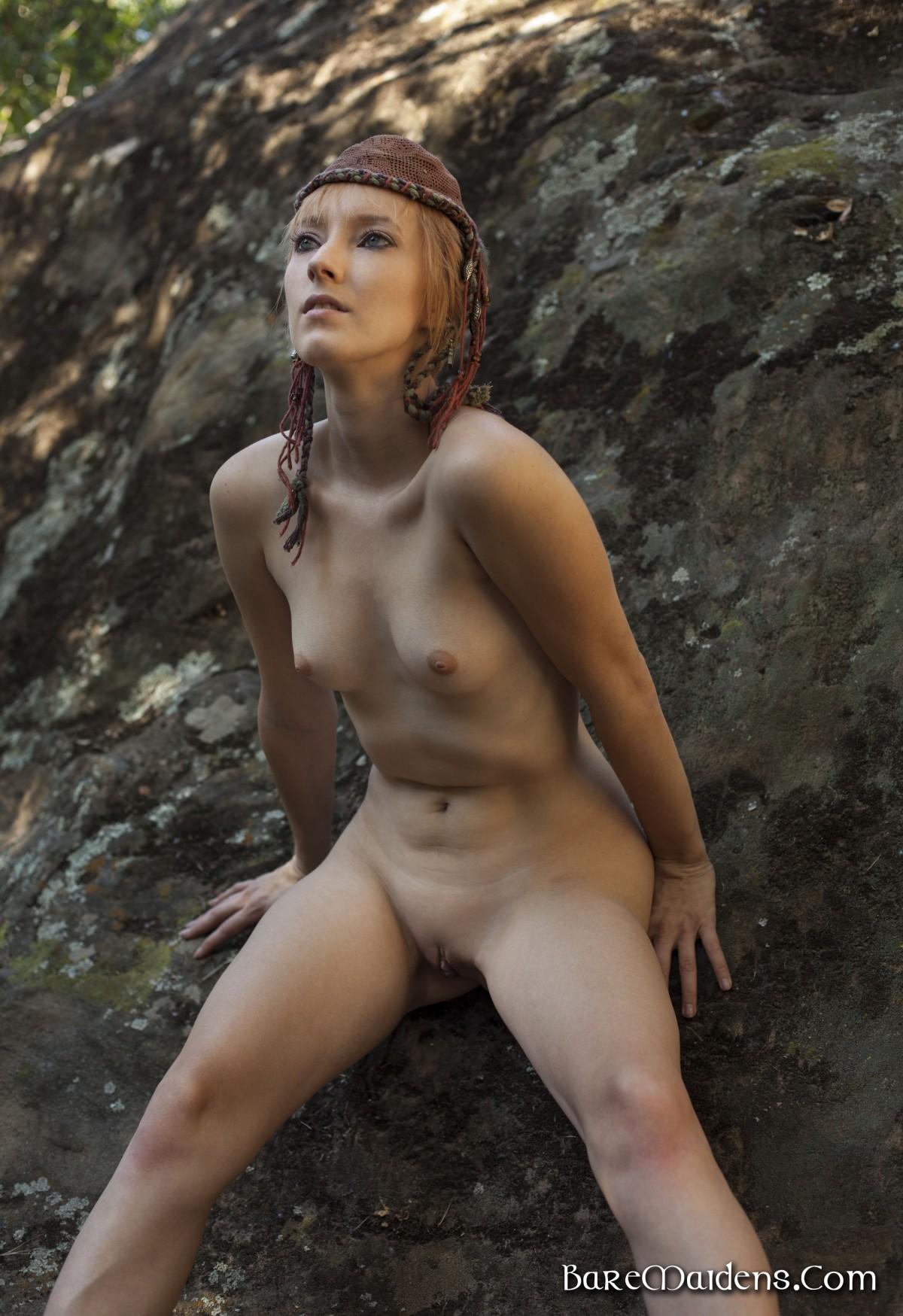Фото набухших сосков у девок 18 фотография