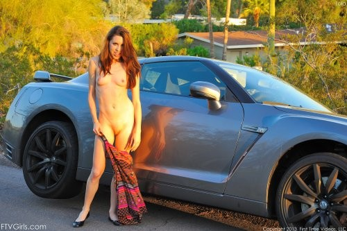Возбудила свою вагину в авто