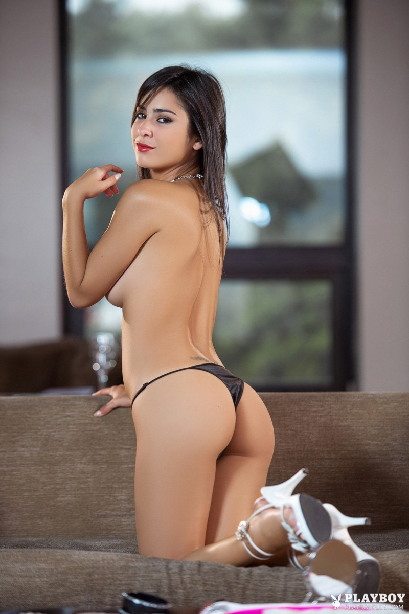 Обнаженная задница бразильянки