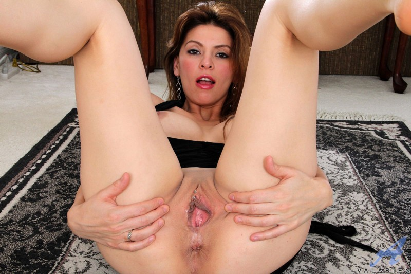 Hot Brunette Teen Has Her Juicy Pussy Burning With Hornyness Anilos 1