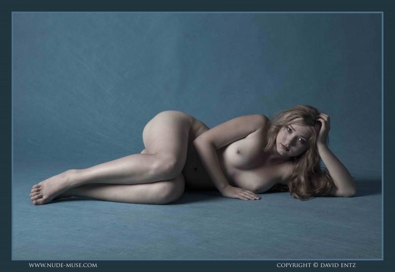 Большой бюст возбужденной бабы секс фото