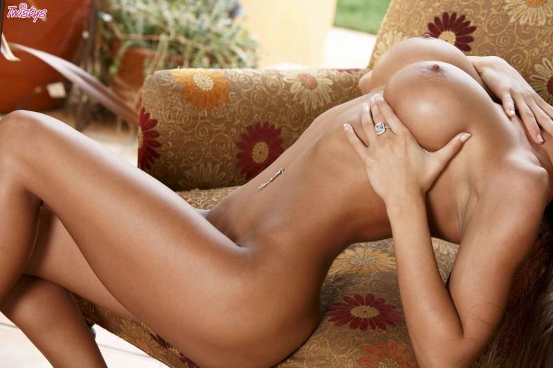 Милая чика с привлекательной попкой смотреть эротику