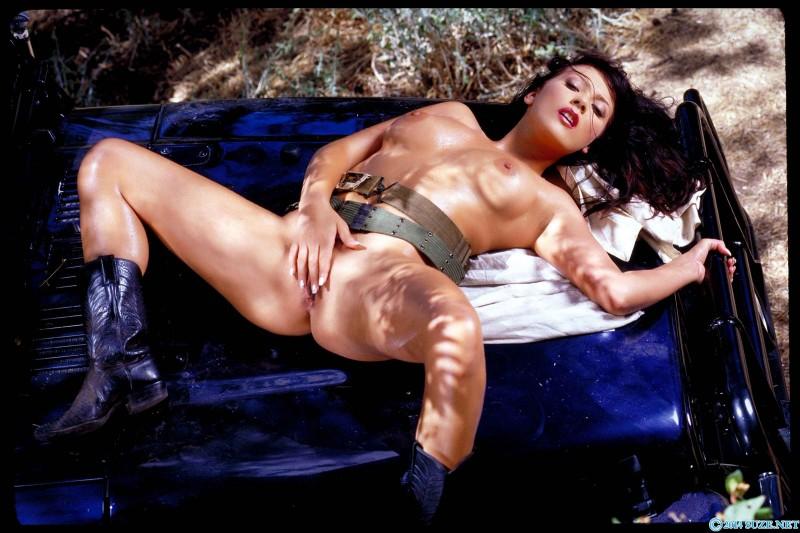 Хорошая милая киска смуглой шлюхи секс фото