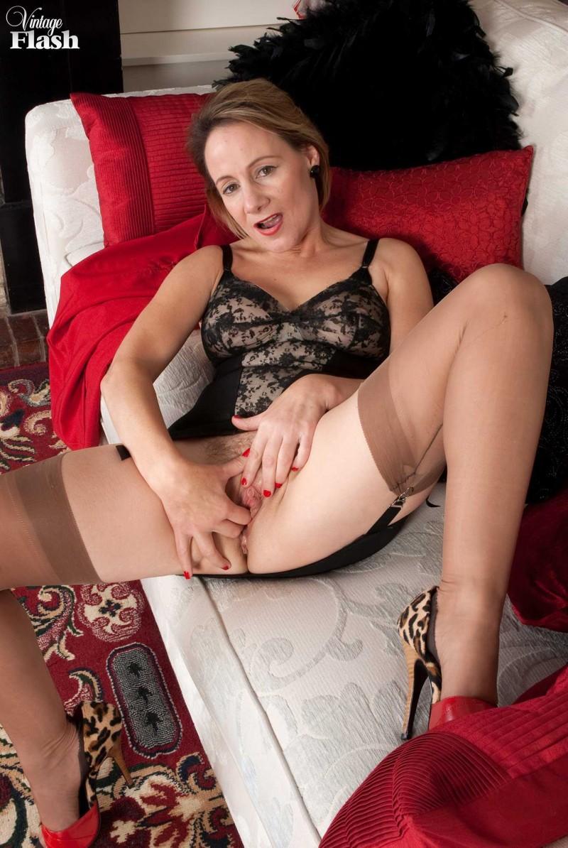 Голые жены-шлюхи с раздвинутыми ногами — img 7