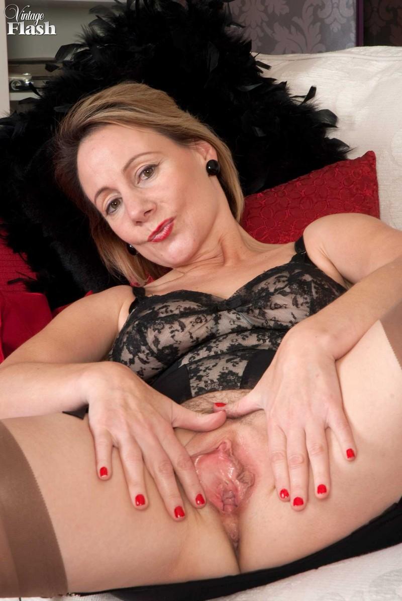 Голые жены-шлюхи с раздвинутыми ногами — img 6