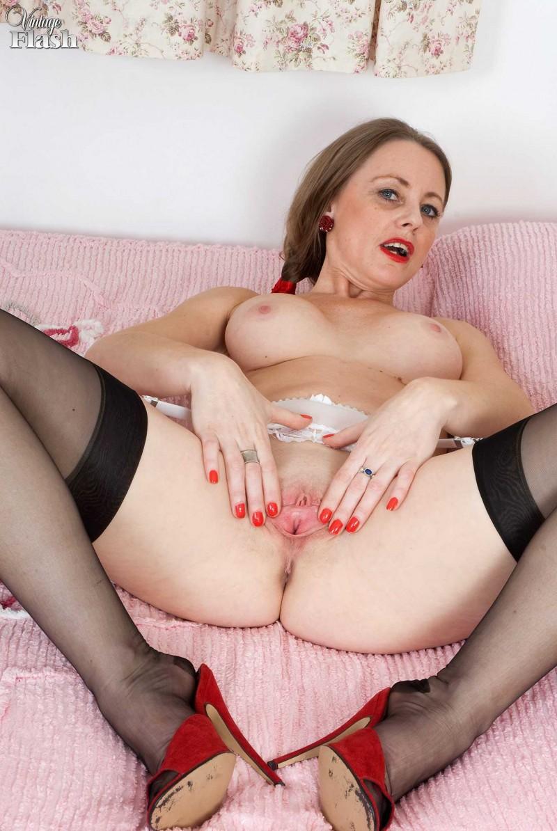Привлекательные буфера голой мамаши секс фото