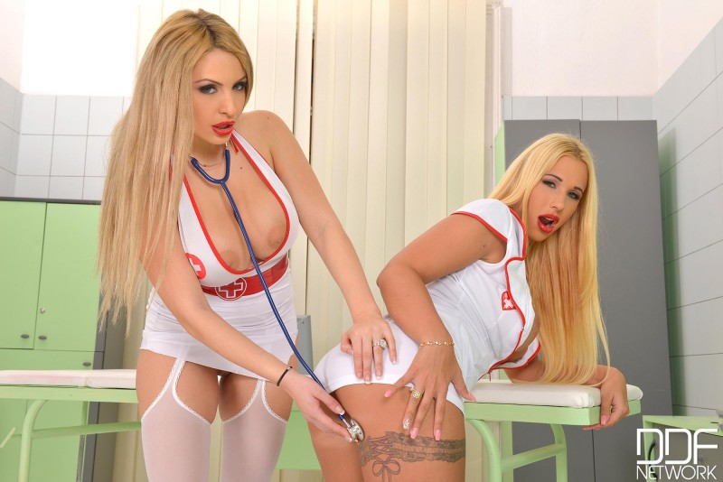 Сексапильные медсестры с красивыми сиськами