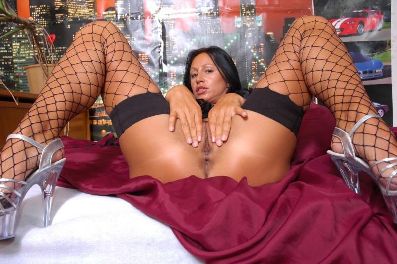 prostitutki-s-razdvinutimi-nogami