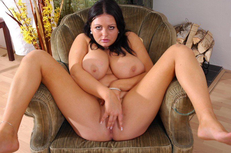 Сочная толстушка с висячими сиськами
