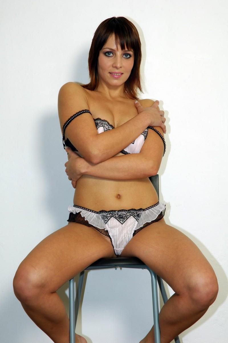 ноги на диване девушки фото
