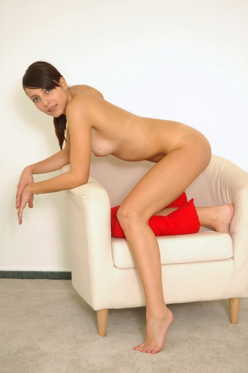 Опытная проститутка с обольстительной задницей