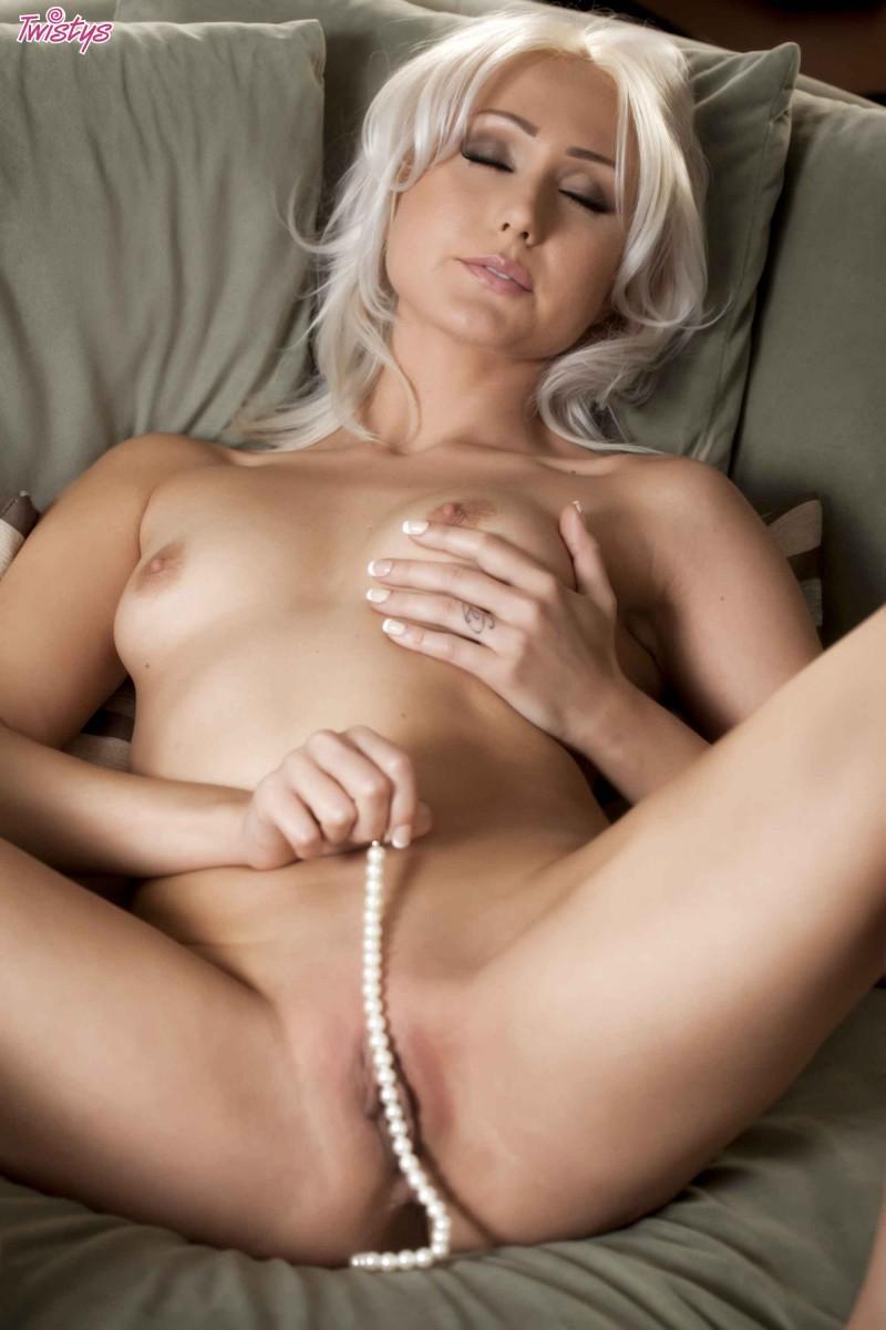 Опытная обнаженная блондинка секс фото