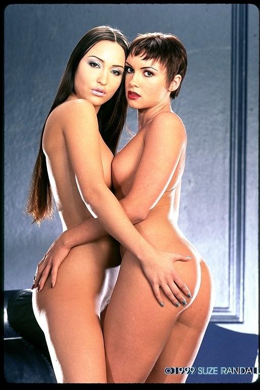 Игривые голые девушки