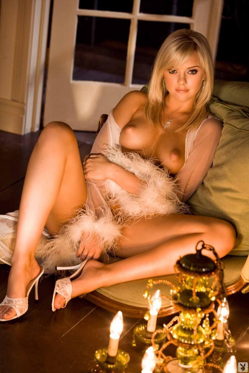 Аппетитная голая блондинка