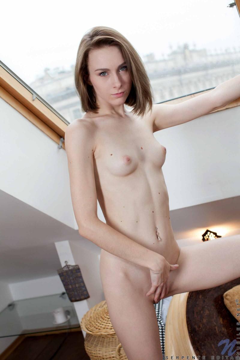 Секс девушки с маленькими сиськами с девушкой с большими сиськами 10 фотография