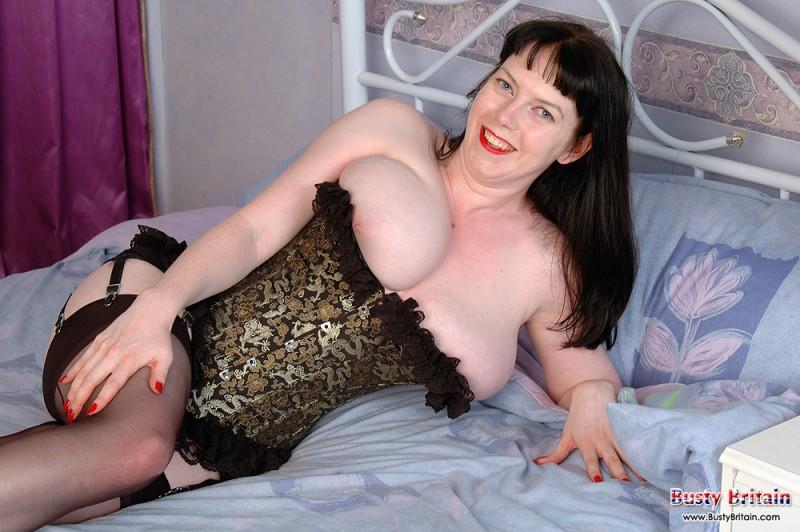 Огромные сисяндры дамы в нижнем белье