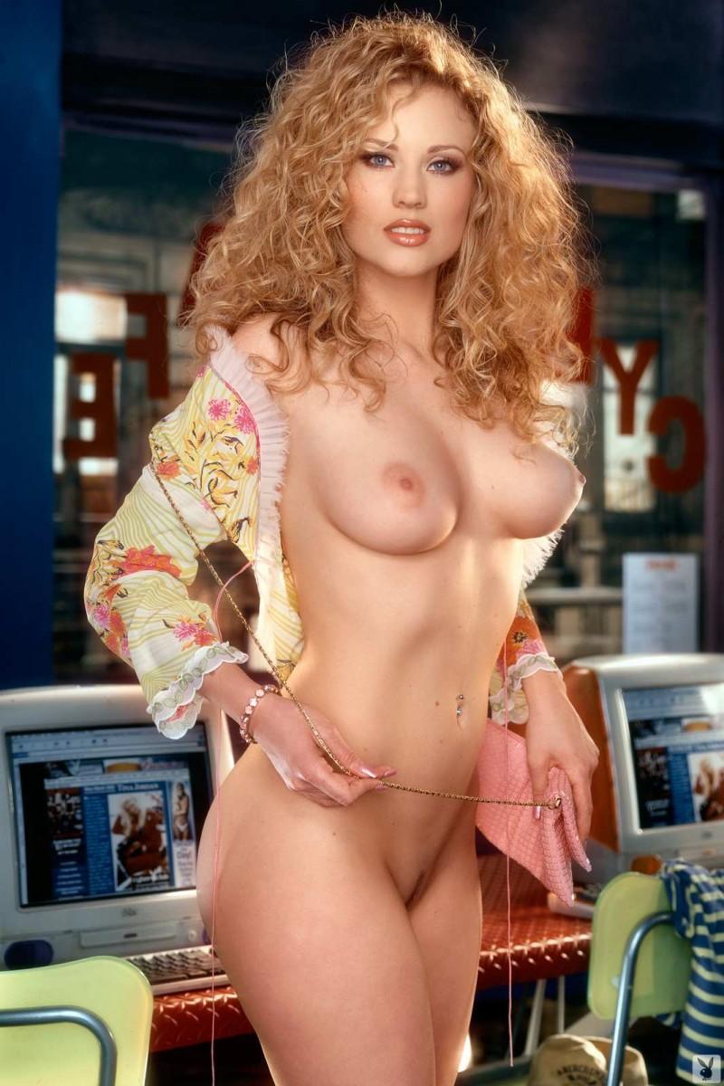 Искусная голая блондинка в ню сете