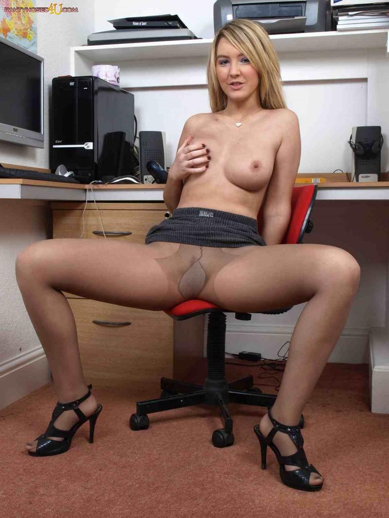 Милая вагина искусной блондинки