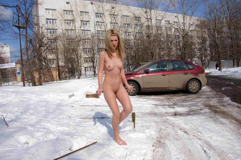 Обнаженная нудистка с симпатичной вульвой смотреть эротику