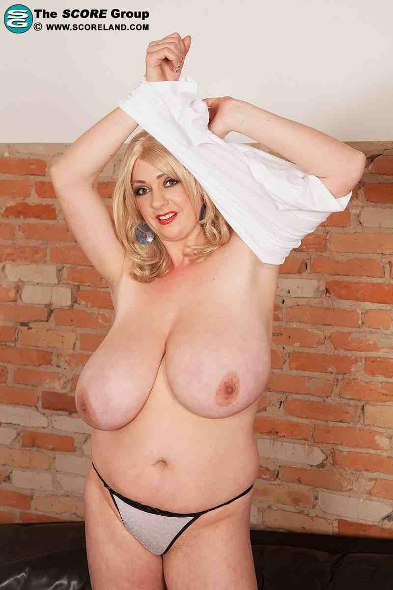 Сексуальная блондинка за 40 15 фотография