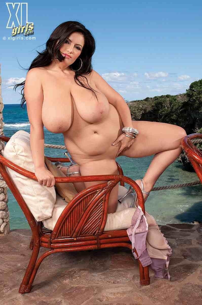 Привлекательная телка на пляже