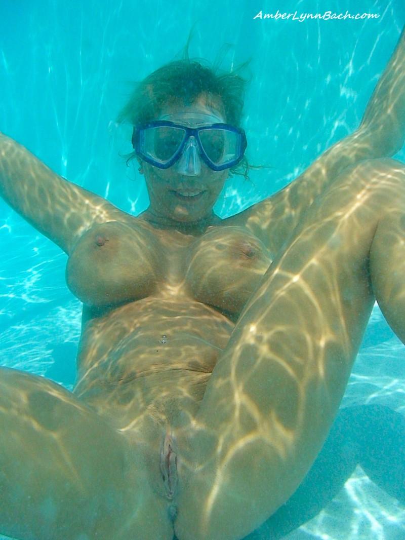 Съёмка под водой голая 26 фотография