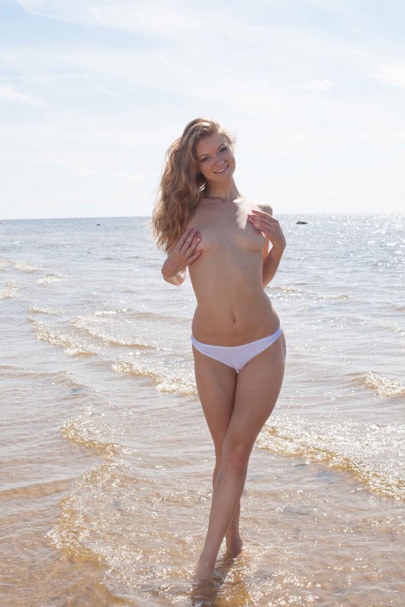 Развратная и чертовски легкая порнография в море
