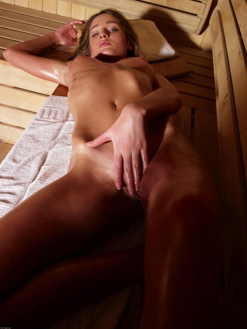 Красива попа в баня