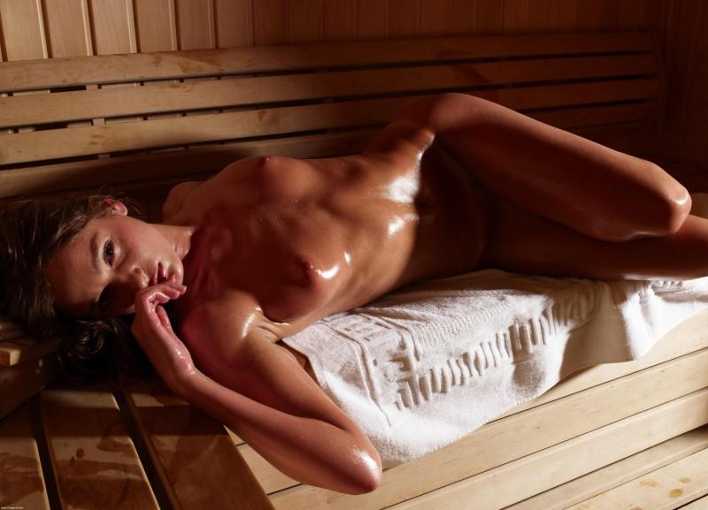 Красивые эхротические фото  в женской бане - сколькая попка