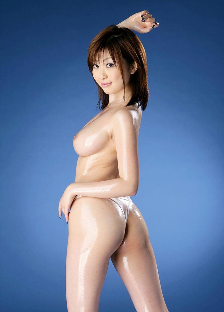 Обнаженная азиатская медсестра в белых чулках