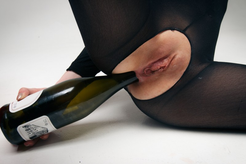 Интимные фото с бутылкой