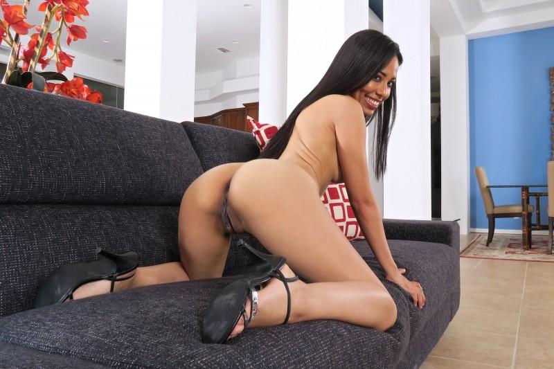 Тайская мулаточка с привлекательной задницей смотреть эротику