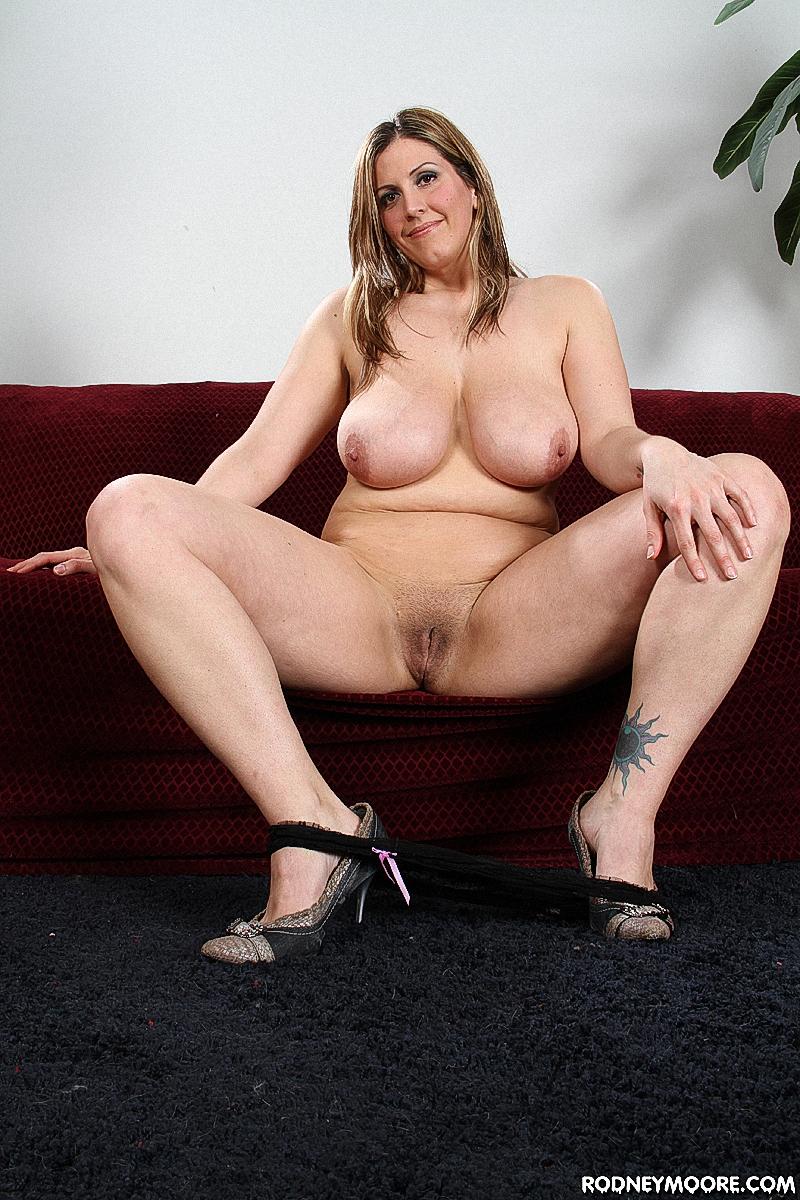 Порно в офисе с сисястыми и стеснительными, фото частные голой жопы