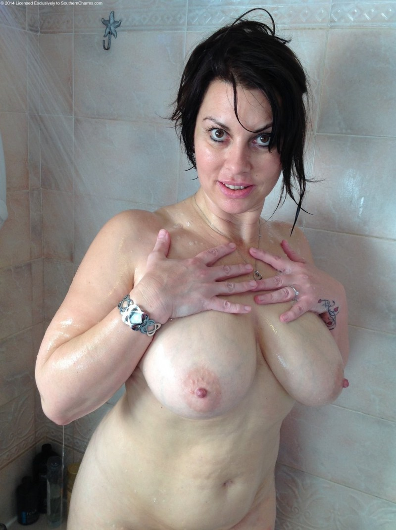 Раздеваются в душе голые сексуальные — 15