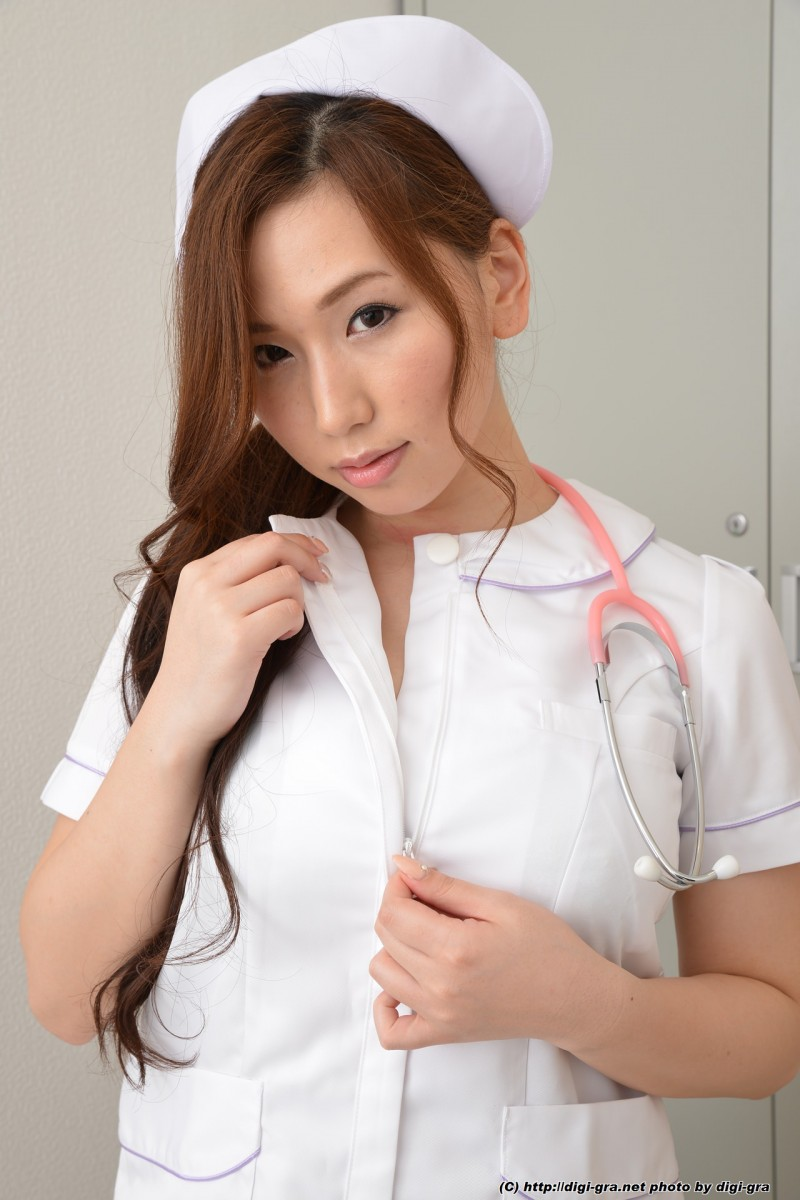 Полуголая медсестра японка